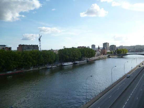 Ramada Plaza Liege City Center: vue de droite de la chambre 504