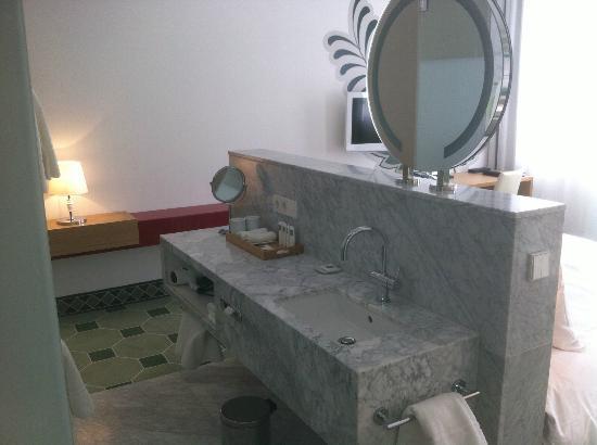 Hyperion Hotel Dresden am Schloss: bathroom #345 Swissotel