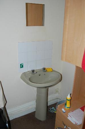 Newcastle Rooms: Das Waschbecken im Zimmer