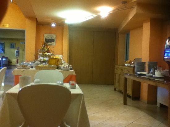 Art & Hotel: salle de petit dèj