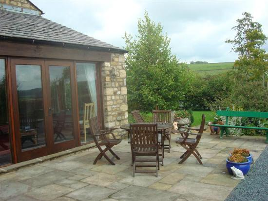 Tipperthwaite Barn B&B: Patio off the Lounge