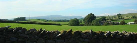 Tipperthwaite Barn B&B: Ingleborough from Ground Floor Bedroom