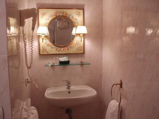 Hotel Argentina: 洗面は明るい