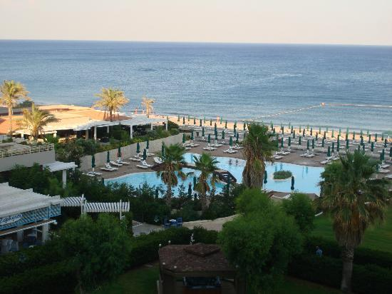 Esperos Palace Hotel: pool and beach