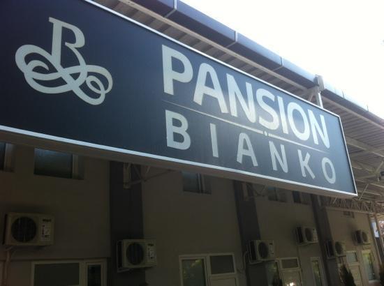 Pansion Bianko - Anja: l'insegna