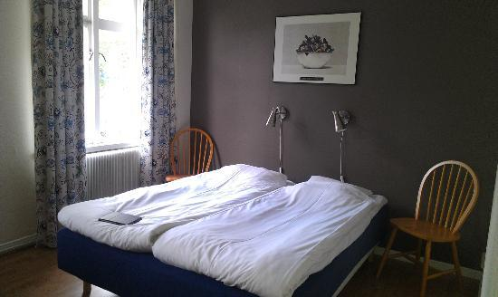 Hotel Aberg: Comfortable double bed - we slept well