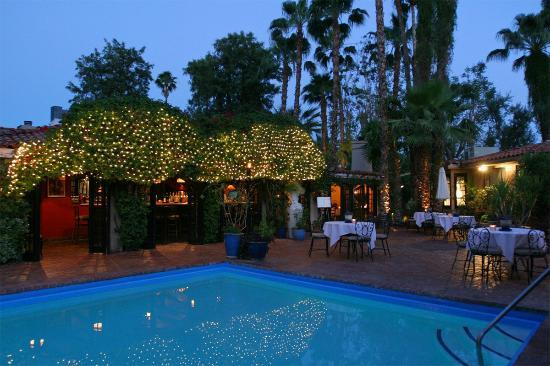 Villa Royale Inn: Evening Pool