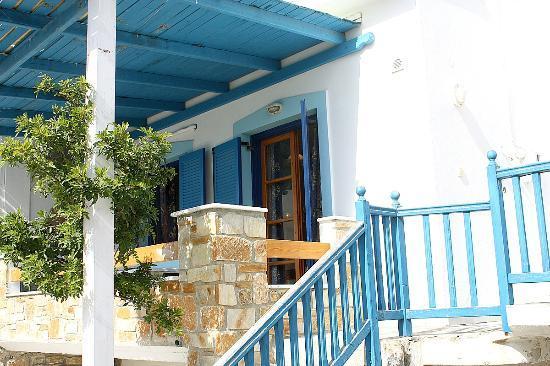 Karabatsis Studios: Hotel& Grounds