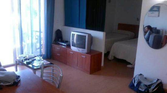 Aparthotel Arenal : Comedor y habitación