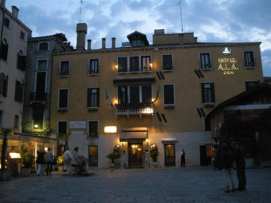 Hotel Ala - Historical Places of Italy: Vista al caer la tarde