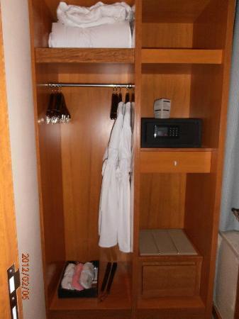 Minya Hotel Pudong Shanghai: closet