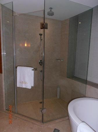 Minya Hotel Pudong Shanghai: shower