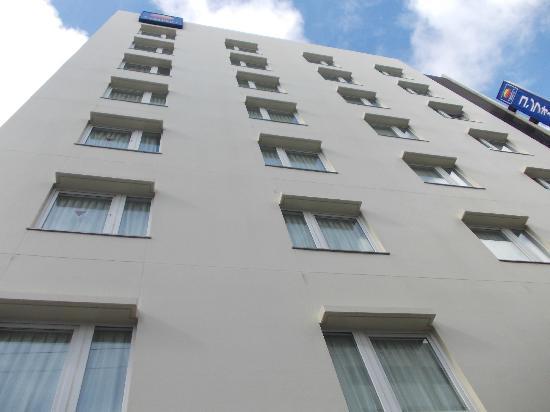 โรงแรมคอมฟอร์ท นาฮาพรีเฟคเจอร์ออฟฟิส: Facade
