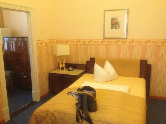 Al Vita City Pension: room