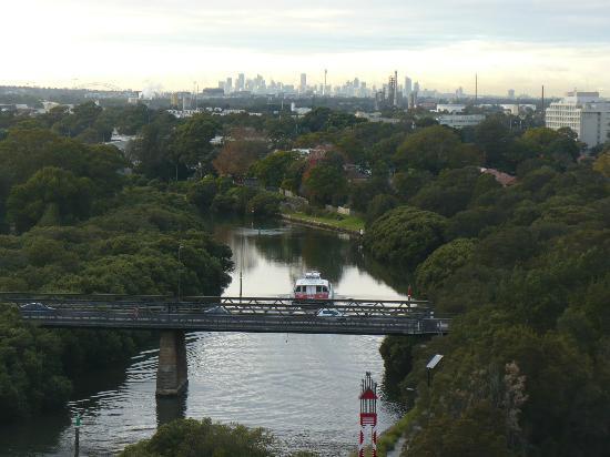 Novotel Sydney Parramatta: Dal balcone di una stanza del blocco A