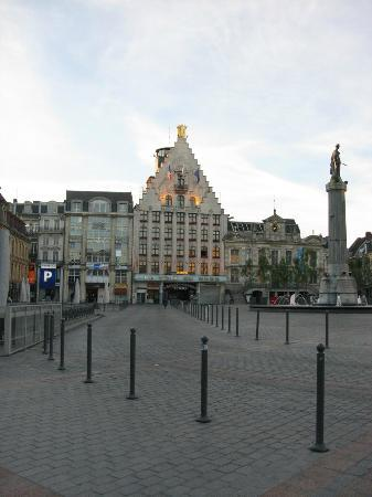 Ibis Lille Centre Grand Place: Early morning in main square