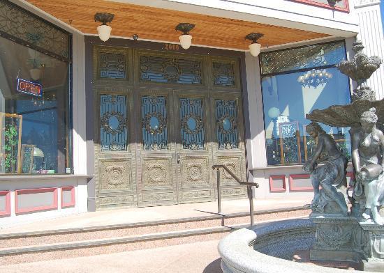 Kelly Art Deco Light Museum: front doors