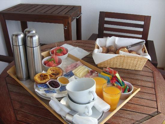 A Casa d' Arriba : Breakfast was fab Different fruit each day Far toomany bread rolls ! But we loved the breakfas