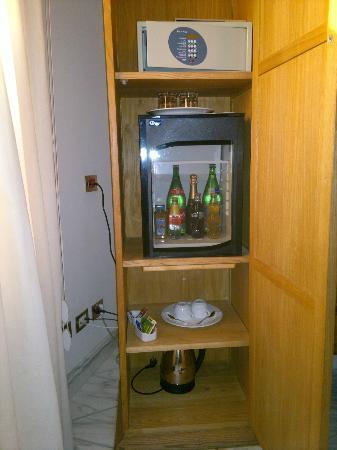 Antico Casale Russo: minibar e cassaforte