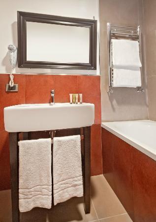 Navona Colors Hotel: Bathroom