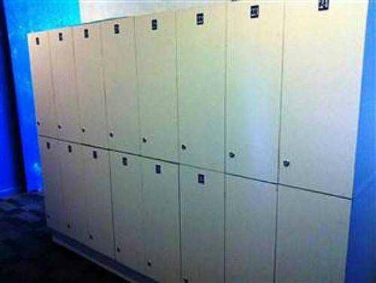 UFO Capsule Hotel: lockers