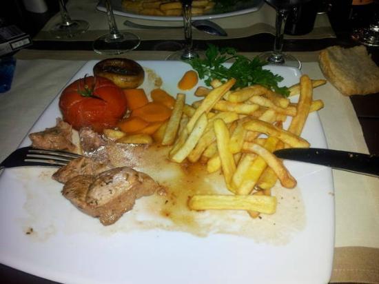 Hotel Restaurant du Cap Hornu: Un plat servi au restaurant du Cap Hornu : quel déception
