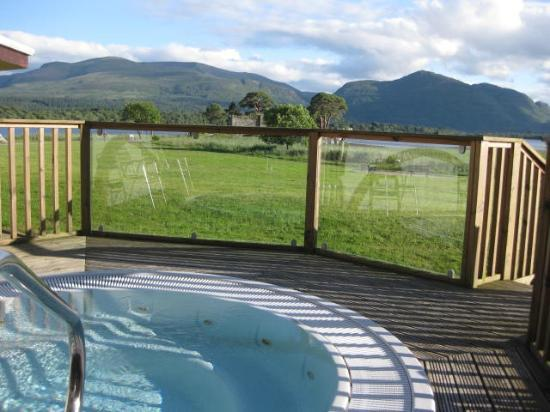 Lake Hotel: Very Small Hot Tub With Limited Hours
