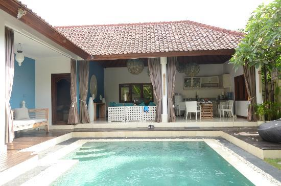4S Villas at Seminyak Square: Family/lounge is open to pool; Access to a bedroom (left of picture) also open to the pool