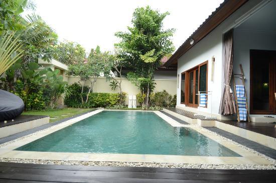 4S Villas at Seminyak Square: Access to 2nd bedroom (right of picture) also open to pool