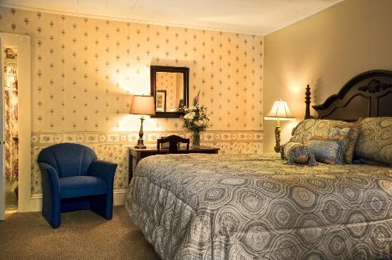 Bar Harbor Manor: Inn King Guest Room