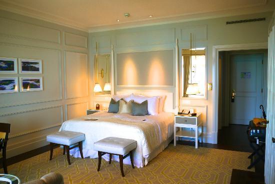 Fairmont Le Montreux Palace: Chambre Deluxe