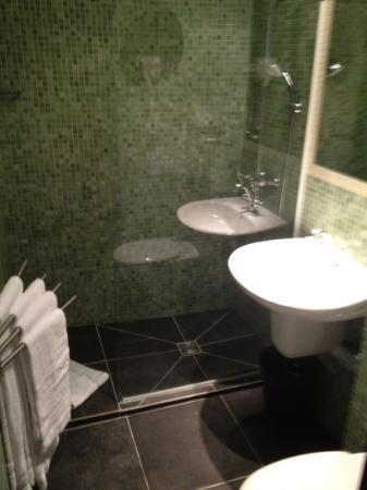 ZE Hotel: Baño
