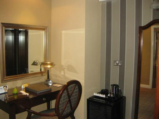 Lake Hotel: Desk Area and Mirror Near Wardrobe Separating Bedroom