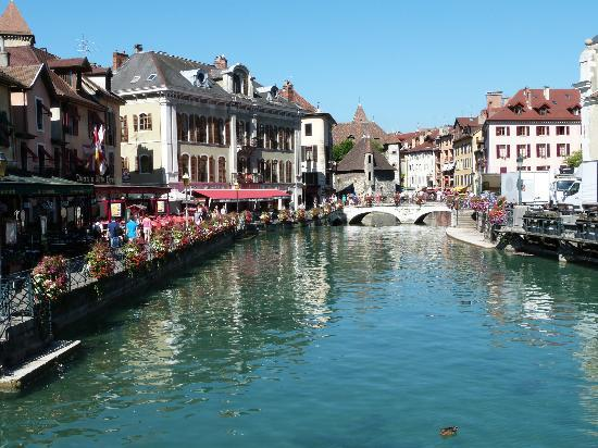 Lake Annecy Tourist Office: Old Town Annecy