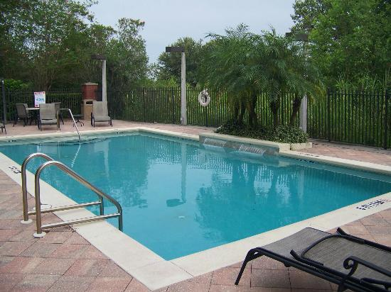 Holiday Inn Express Hotel & Suites - Veteran's Expressway: Beautiful pool area
