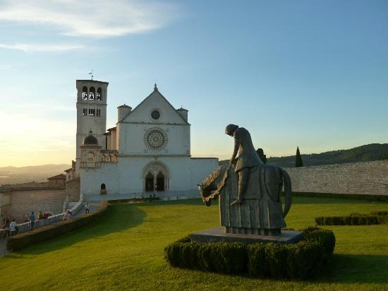 Basilica Papale San Francesco D'Assisi: In the evening.