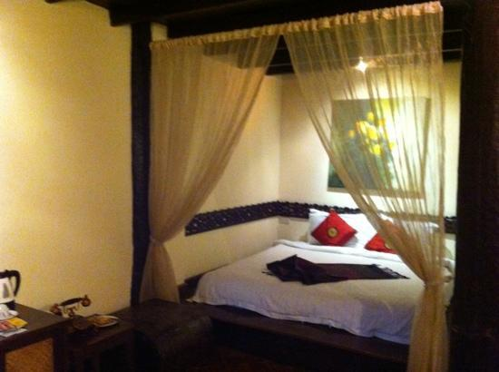 Ramayana Boutique Hotel: bed