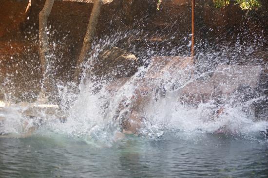Chonos Hotel: Lekker plonsen in het zwembad