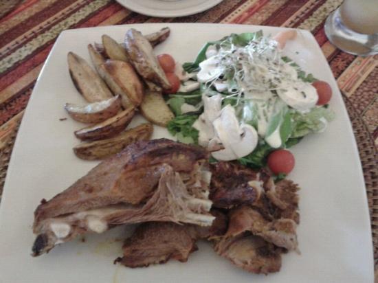 Hacienda Abraspungo: Cordero lechal - ensalada y champiñones super frescos!