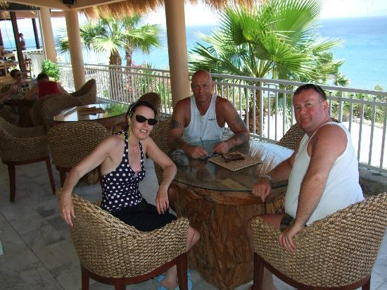 Kamari Bay Hotel: Out for lunch