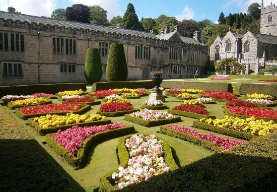 Giardino alla francese picture of lanhydrock house and - Giardino in francese ...