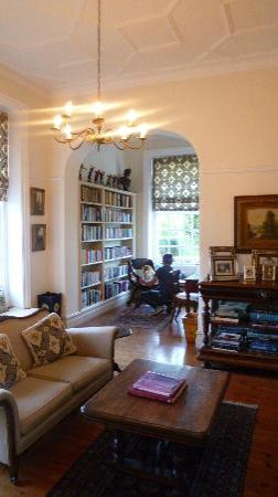 Highlands Country House: library - the place for tea time