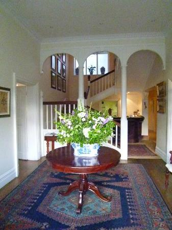 Highlands Country House: Entrance from the garden
