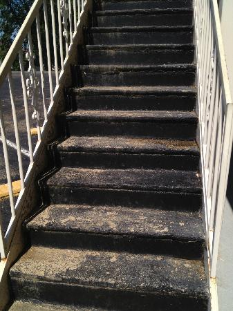Covered Bridge Inn: Stairs Were So Rusty There Were Holes That You Could See  Through