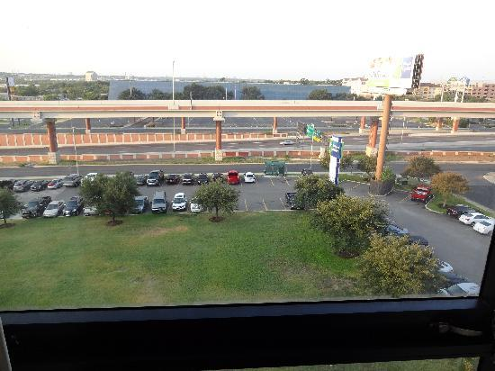 Holiday Inn Express San Antonio Airport: Room view of 410 from 8th floor