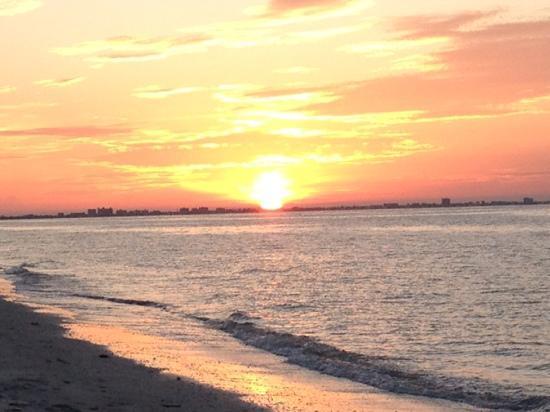 صندايل بيتش ريزورت آند سبا: Beautiful Sunrise... 