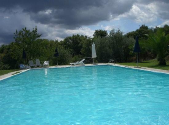 Agriturismo Il Cavone : La piscina