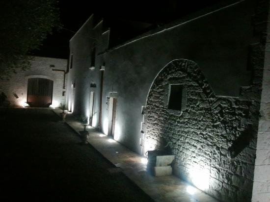 Putignano, Italia: Masseria di sera