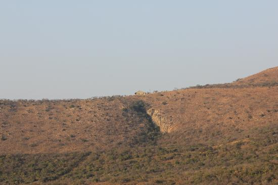 Pakamisa Private Game Reserve: Taken on a game drive across the other side of the valley and looking up to Pakamisa's restauran