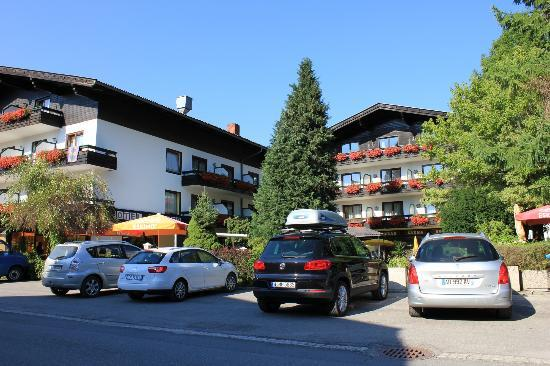 Hotel Zanker: View of the hotel from the street